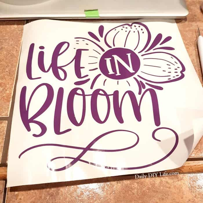 From hot mess to beautiful art! This Hot Mess Canvas project is quick, easy and turns out beautiful and unique every time. With a little help from your Cricut cutting machine, the possibilities are endless. A great gift for everyone on your list! #CricutMade #CraftAndCreateWithCricut #CricutCrafts #HotMessCanvas